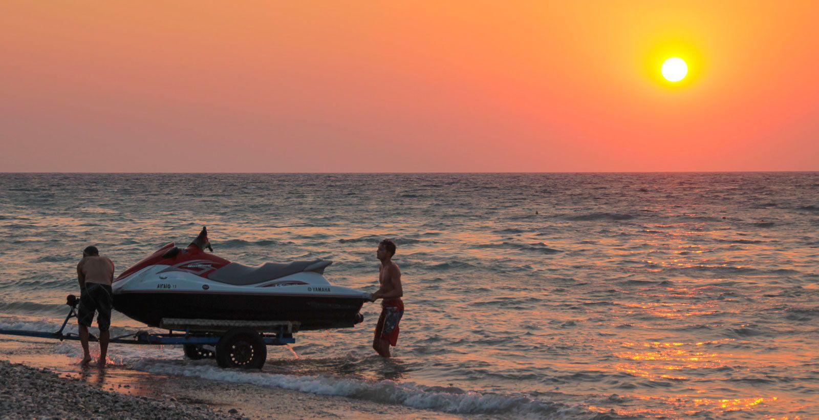 kitesurfing-kite-air-riders-kitepro-center-kremasti-rhodes-sunset-beach-jetski