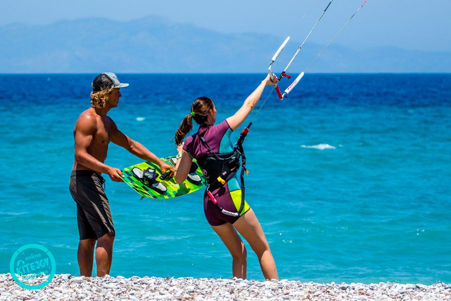 kitesurfing-kite-air-riders-kitepro-center-kremasti-rhodes-instructor-learning